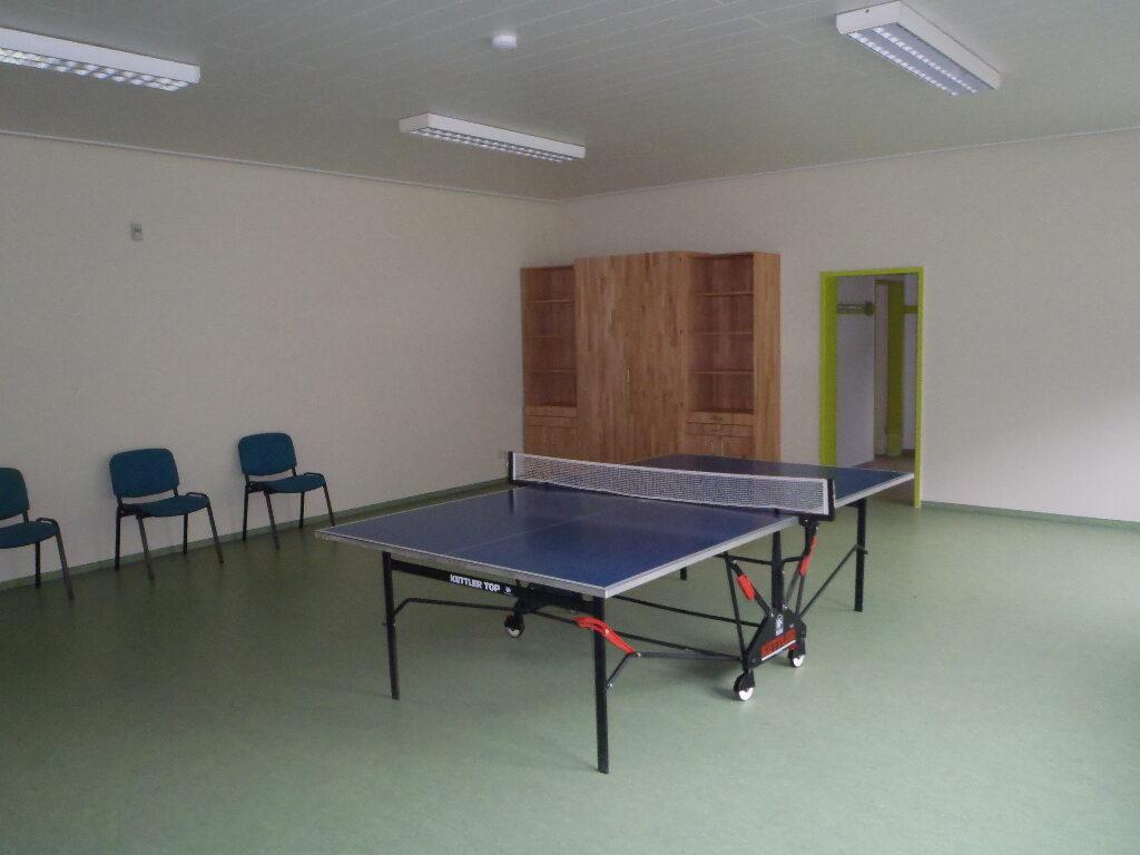 Sportraum Baude mit Tischtennisplatte